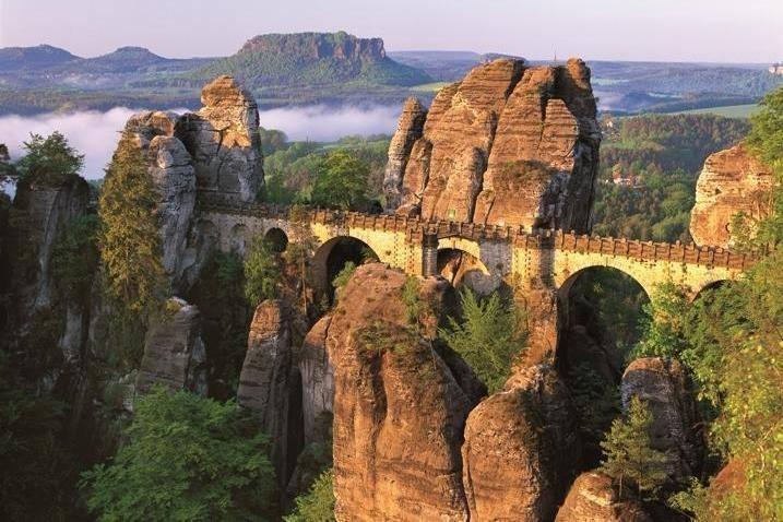 Skalní most Bastei v Saském Švýcarsku